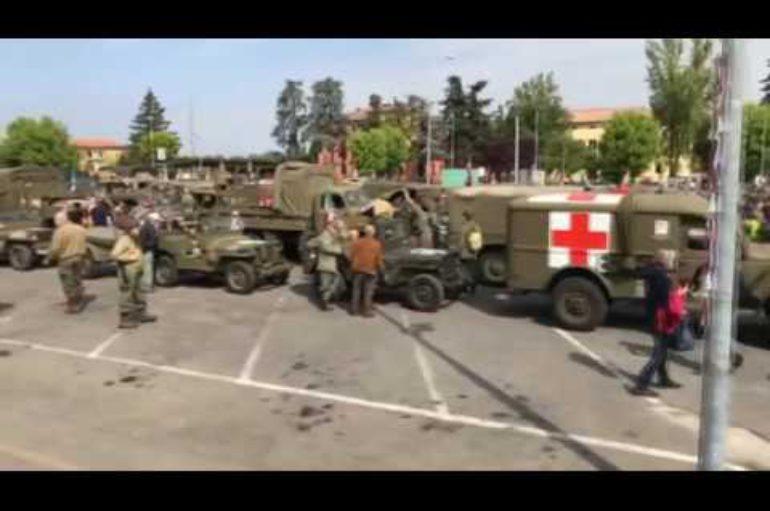 """La """"colonna della libertà"""", 150 mezzi militari per la Festa della liberazione"""
