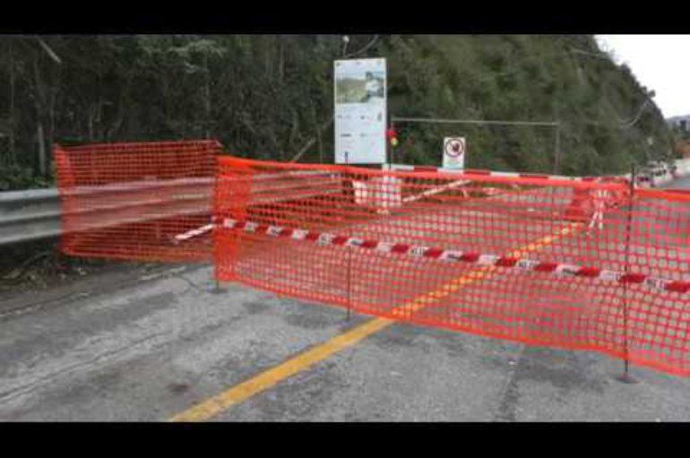Strada della Ripa ancora chiusa per frana